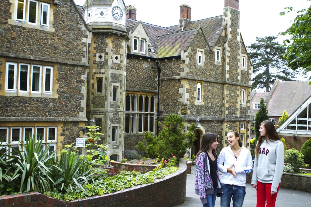 Students in front of accomodation